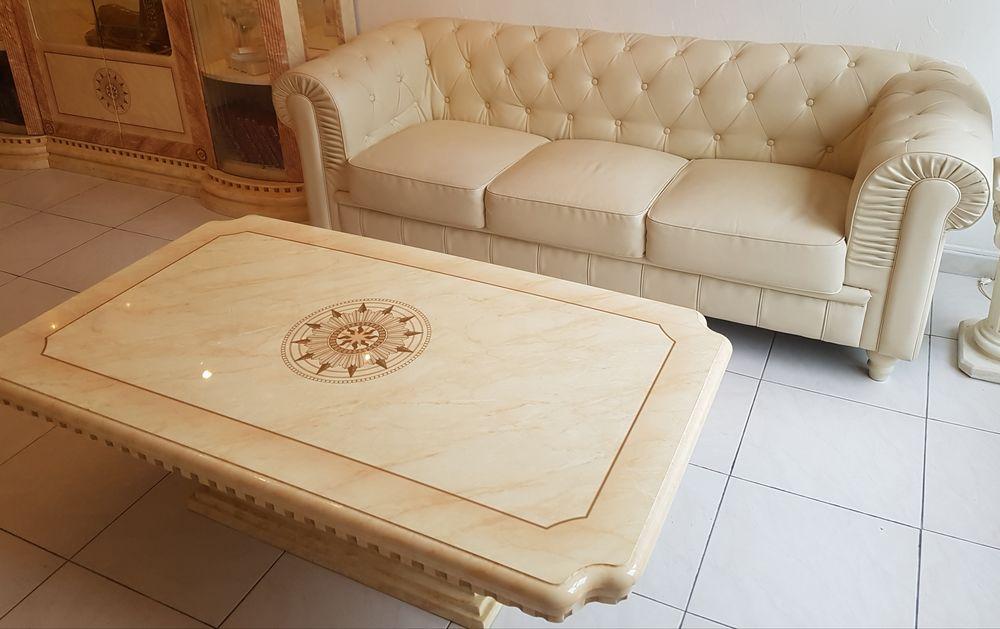 Un canape cuir  p.u   et une table de salon 450 Meythet (74)