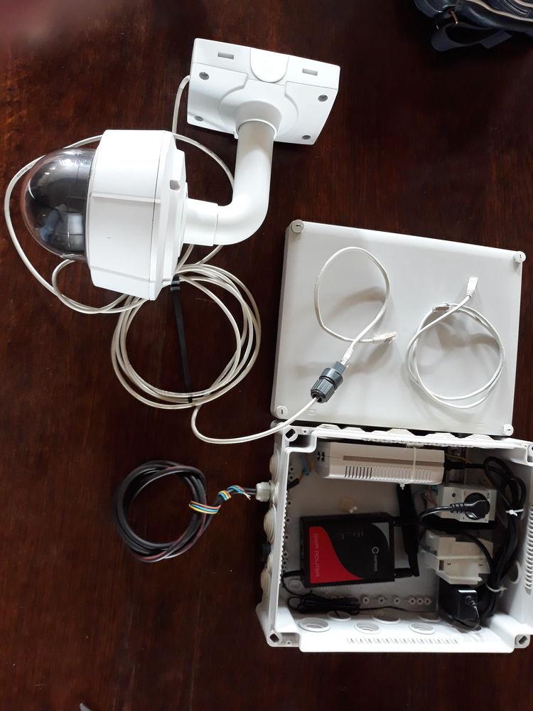 Caméra réseau de surveillance de marque AXIS avec module rou 1500 Saint-Amand-en-Puisaye (58)
