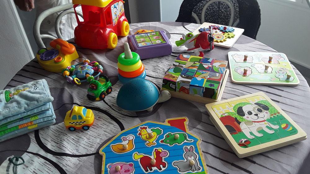 Lot de plusieurs  jouets d éveil et autres  Veilleuse 10 Le Cap D Agde (34)